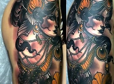 Tatuaje de pistola en la mano