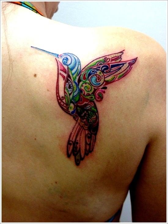 Tatuaje colibrí de colores