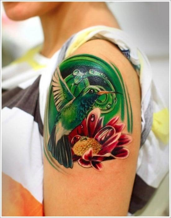 Tatuaje colibrí verde