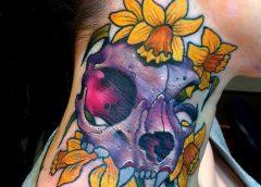 Tatuaje craneo de felino morado