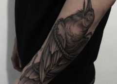 Tatuaje de cuervo atrapado
