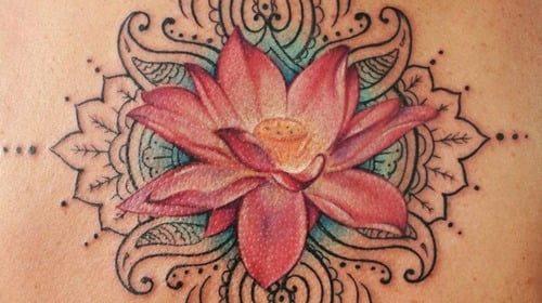 Tatuaje de búho multicolor
