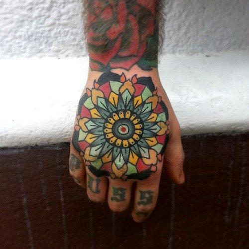 Tatuaje flor multicolor