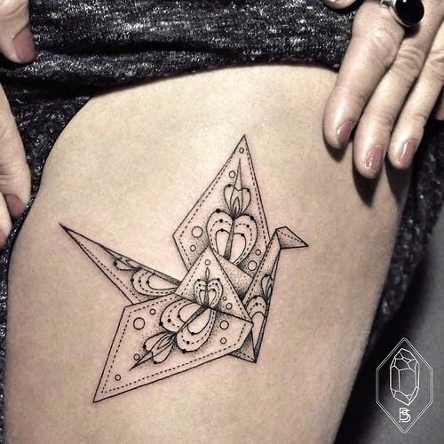 Tatuaje grulla en la pierna