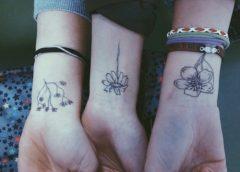 Tatuaje grupal de flores
