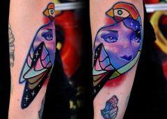 Tatuaje pájaro de colores