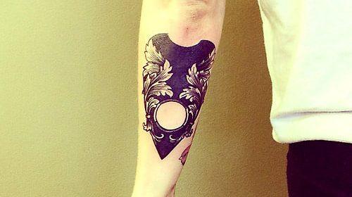 Tatuajes de flores en blanco y negro