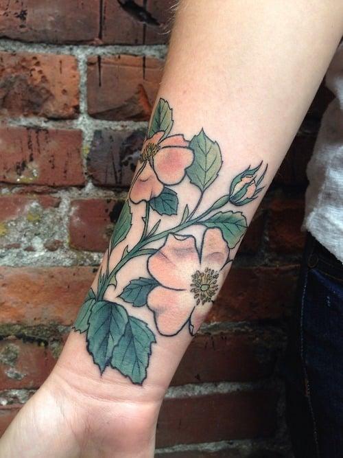 Tatuaje rosas salvajes