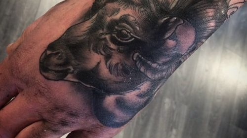 Tatuaje de retrato perruno