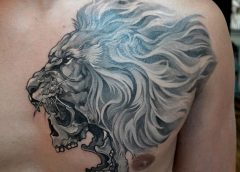 Tatuaje león en el pecho