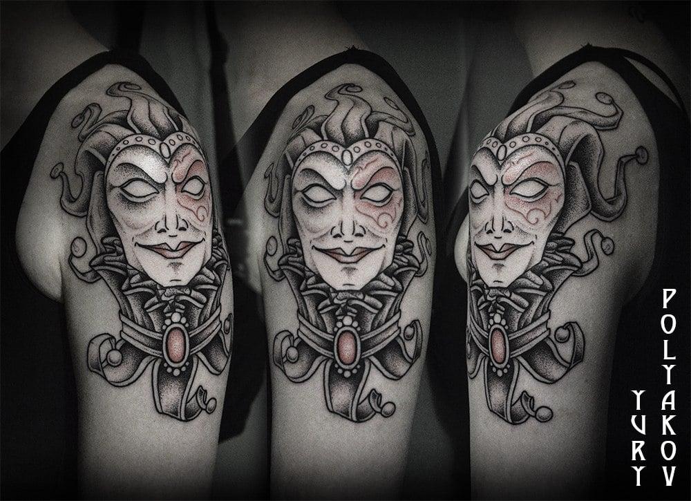 Tatuaje bufón en blanco y negro