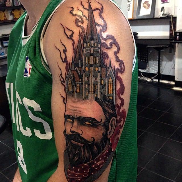 Tatuaje de hombre barbudo en el brazo