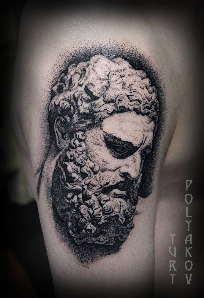 Tatuaje de estatua romana