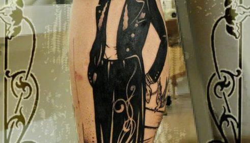 Tatuaje de monstruo en el abdomen