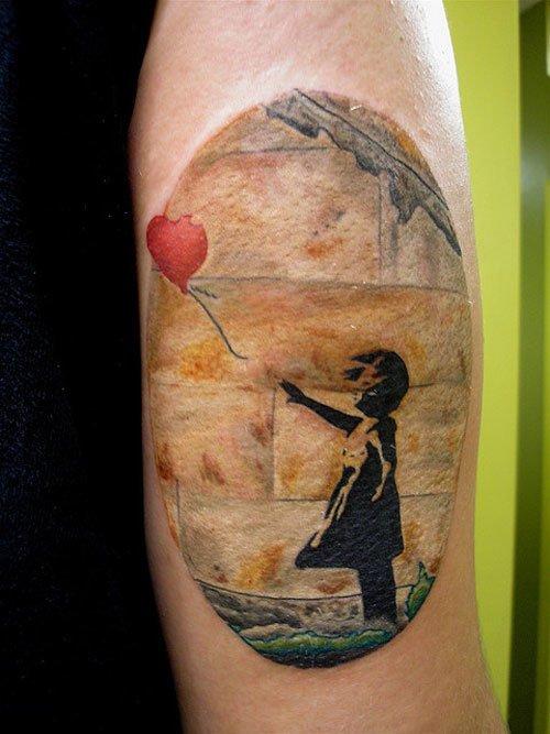 Tatuaje niña con el globo.