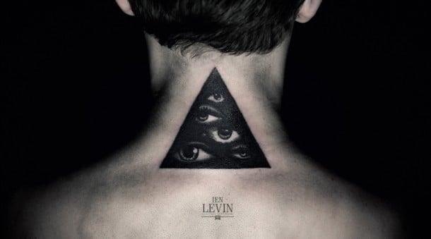 Tatuaje triángulo negro