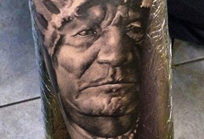Tatuaje de lobo gris