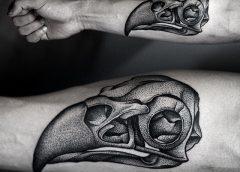 Tatuaje cráneo de buitre