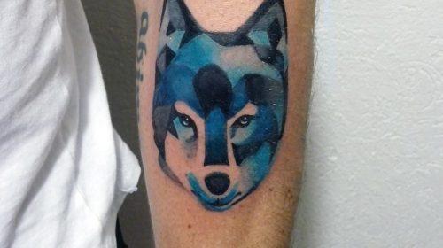 Tatuaje lobo azul