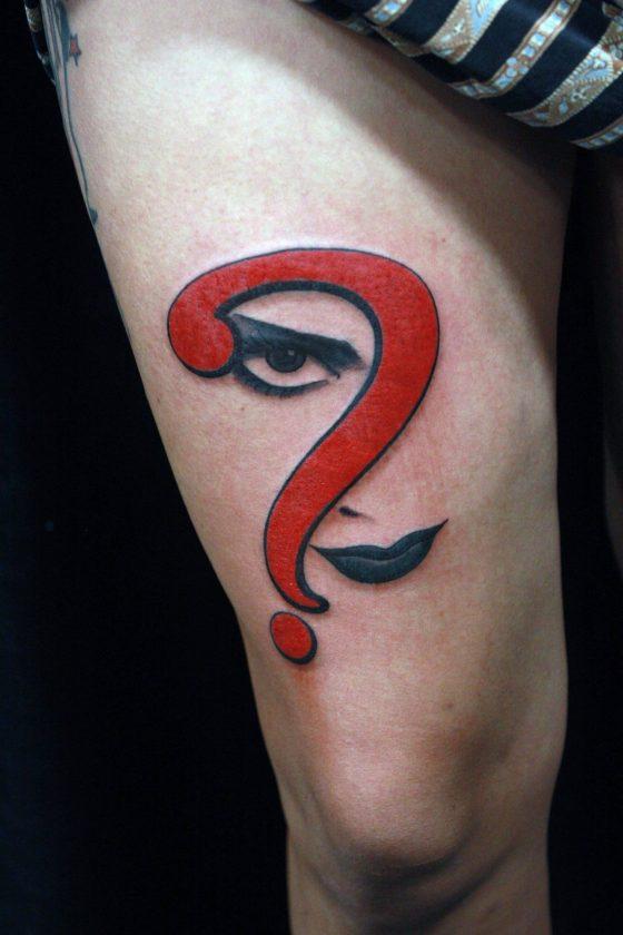 Tatuaje interrogación