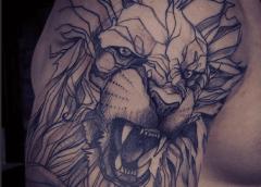 Tatuaje león rugiendo