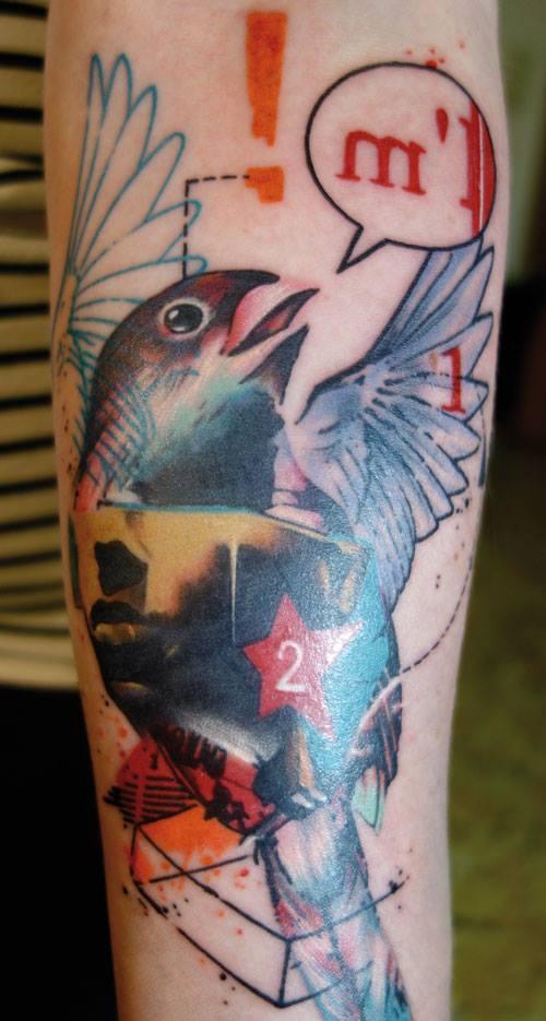 Tatuaje pájaro cantando