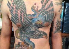 Tatuaje águila negra