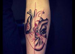 Tatuaje corazón en el brazo