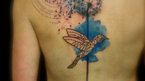 Tatuaje de espiral poligonal