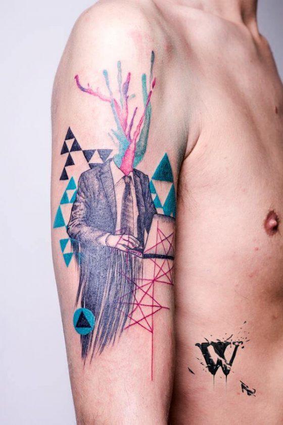 Tatuaje ejecutivo en el brazo
