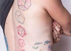Tatuaje espiral poligonal