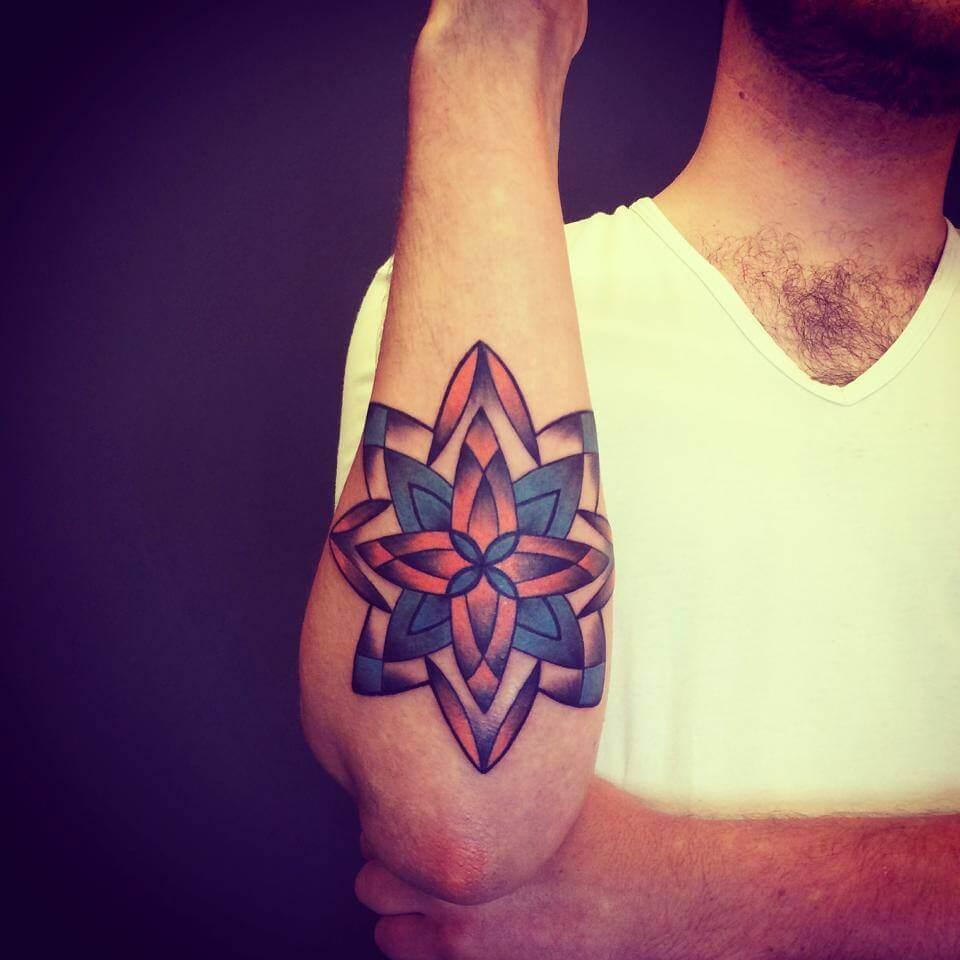 Tatuaje flores concéntricas