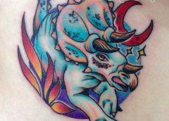 Tatuaje Triceratops azul