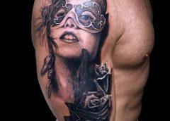 Tatuaje chica con antifaz