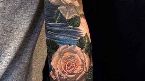 Tatuaje de chica con antifaz