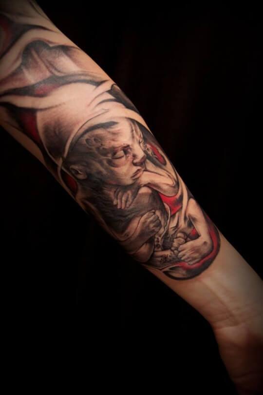 Tatuaje bebé en el brazo