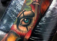 Tatuaje de ojo escondido en la espesura