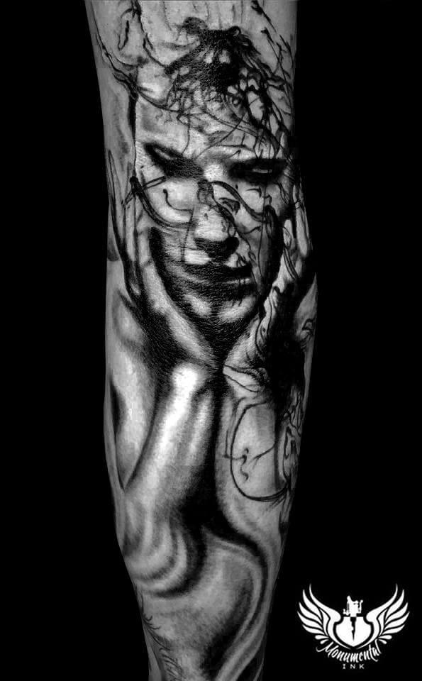 Tatuaje de zombi pensativo