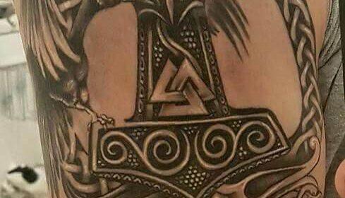 emblema vikingo tatuaje