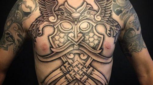 tatuaje vikingo pecho